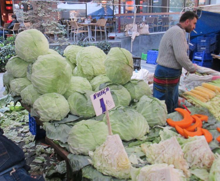 giant cabbages Mecidiyiköy pazar  750x