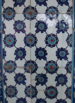 Rüstem Paşa Camii tile detail (8) 250x344