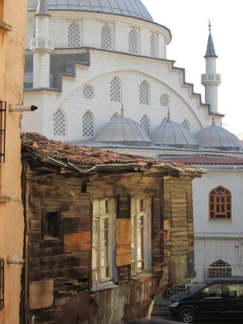 behind Yenişehir Çarşı Camii 350x467